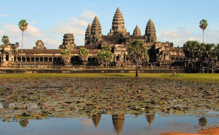 Angkor Watt in Cambodia by Bjorn Christian Torrissen
