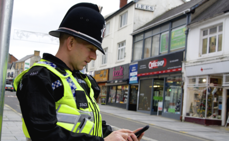 Samsung Note 4 devices are being used by South Wales Police and Gwent Police officers for policing on the go