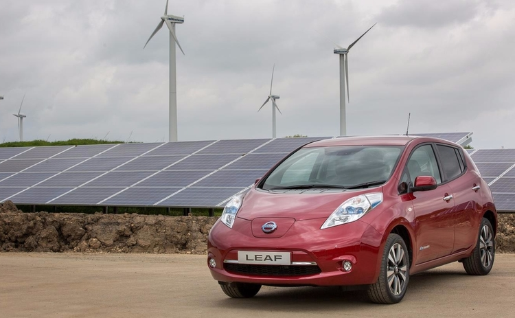 nissan-switches-on-solar-farm-to-power-uk-car-production