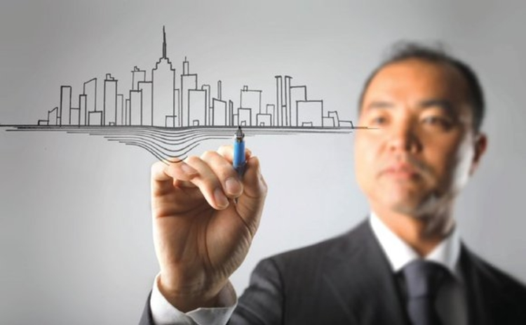 Man drawing a city skyline