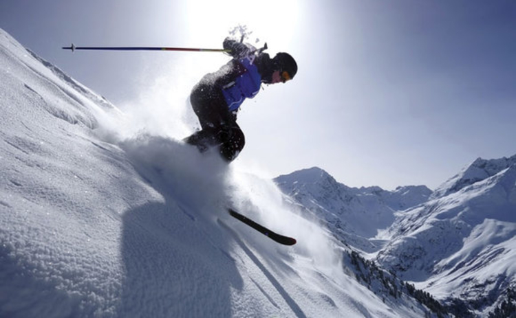 Extreme downhill skiing